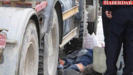 Temizlik işçisi beton mikserinin altında kaldı