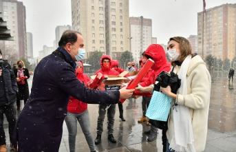 Beylikdüzü Belediye Başkanı Çalık'tan 14 Şubat jesti