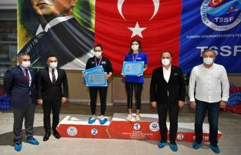Beylikdüzü'nde düzenlenen Paletli Yüzme Bireysel Açık Yaş Bahar Şampiyonası