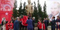 23 Nisan coşkusu dev Atatürk heykeliyle taçlandı