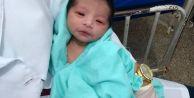 8 saat toprak altında kalan bebek kurtarıldı