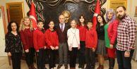 Akgün Romanyaya gidecek öğrencilere başarı diledi
