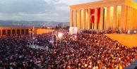 Anıtkabir#039;de binlerce kişi!