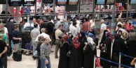 Atatürk Havalimanı#039;nda bayram yoğunluğu başladı