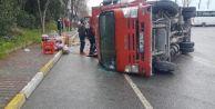 Avcılar#039;da meşrubat yüklü kamyon devrildi