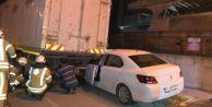 Avcılar#039;da otomobil park halindeki kamyona arkadan çarptı: 1 yaralı
