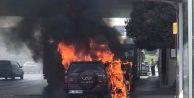 Avcılar#039;da Seyir Halindeki Cip Alev Alev Yandı
