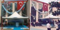 Bakan gelecek diye Atatürk posteri indi