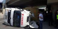 Bakırköy Yeşilyurt#039;ta tren üst geçidine çarpan TIR yan yattı