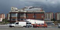Başakşehir#039;de şaşırtan görüntü! İş yerinin balkonuna tekne yaptı