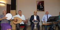 Başkan Kerimoğlu, Atatürk'ün sevdiği şarkıları söyledi