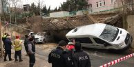 Beykoz#039;da istinat duvarı araçların üzerine yıkıldı