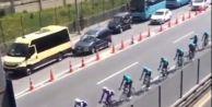 Bisiklet Turunu İzleyen Sürücü Kaza Yaptı
