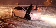 Bolu#039;da Kar Kalınlığı 50 Santimetreyi Buldu! İlk Kar Tatili Düzce#039;den Geldi