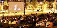 Büyükçekmece#039;de yıldızlar altında sinema keyfi sürüyor