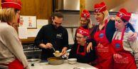 Büyükçekmecede ikamet eden yabancı uyruklular Türk mutfağını öğreniyor