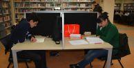 Büyükçekmeceli öğrenciler tatilde kütüphaneye akın ediyor
