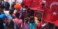 CHPli gençler, Esenyurtlu miniklere 23 Nisan kutlaması düzenledi