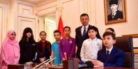 Ekrem İmamoğlu koltuğunu Halil Efe#039;ye devretti