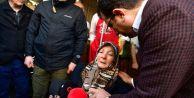 Ekrem İmamoğlu#039;nu balkondan gördü, aşağı inip, sarılıp, ağladı
