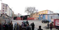 Esenler#39;de okula ses bombası atıldı