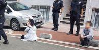 Esenyurt'ta Dehşet...çocuklarının Gözü Önünde Karısını Yüzünden Bıçakladı