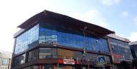 Esenyurt#039;ta İş Merkezinin Kayan Çatısı Korkuttu