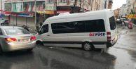 Esenyurt#039;ta yol çöktü, işçi servisindeki 3 kişi yaralandı