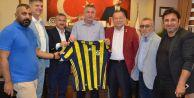 Fenerbahçelilerden Başkan Cem Karaya ziyaret