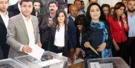 HDP liderleri oylarını kullandı