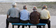 Her üç emekliden biri çalışıyor