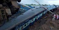 İki tren raydan çıktı: 27 ölü