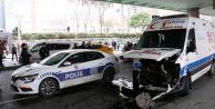İstanbul#039;da araç ile ambulans çarpıştı