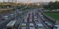 İstanbul#039;da trafik yoğunluğu artıyor! İşte son durum...