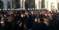 İstanbul Üniversitesi#039;nde Sebahat Tuncel#039;e polis müdahalesi