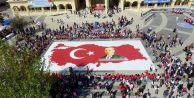 Köy okulu öğrencilerinden ay yıldızlı Türk bayrağı ve Atatürk puzzleı