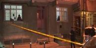 Küçükçekmece#039;de 5 Katlı Binanın Girişine Ses Bombası Atıldı