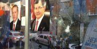 Küçükçekmece#039;de AK Parti Seçim İrtibat Bürosu#039;na Taşlı Saldırı