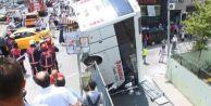 Küçükçekmece#039;de servis otobüsü devrildi