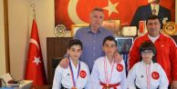 Milli sporcular Başkan Cem Kara#039;yı ziyaret etti