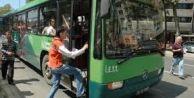 Otobüse binenlere doğum günü sürprizi