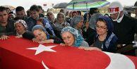 Şehit eşi isyan etti: #039;Barış istiyordunuz, kocamın kanı döküldü hadi barışın!#039;