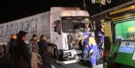 Silivri#039;de Tır Karşı Şeride Girdi, Yolu Trafiğe Kapattı