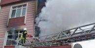 Sobaya döktüğü benzin evi yaktı