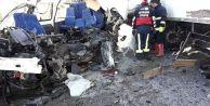 Van'ın Gürpınar İlçesinde Kamyon ile Minibüs Çarpıştı: 8 Ölü, 2 Yaralı