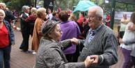 Yaşlılardan tango gösterisi