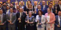 Yılın Starları ödüllerini muhteşem törenle aldı