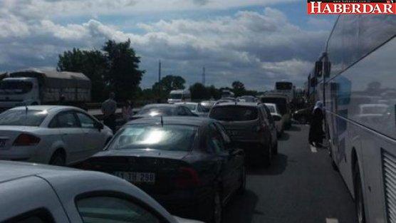 TIR devrildi İstanbul yolu kapandı