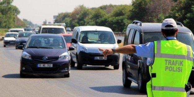 Trafik adabı dersini geçemeyen ehliyet alamayacak