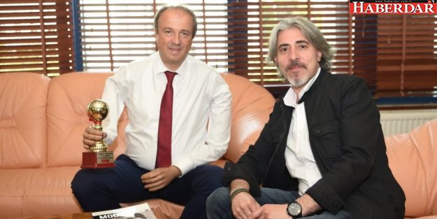 TURAN HANÇERLİ'YE YAŞAM BOYU BAŞARI ÖDÜLÜ